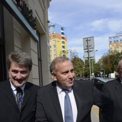 od lewej: Konsul Honorowy Austrii dr Edward Wąsiewicz, Minister Spraw Zagranicznych Polski Grzegorz Schetyna, Ambasador Austrii Thomas M. Buchsbaum