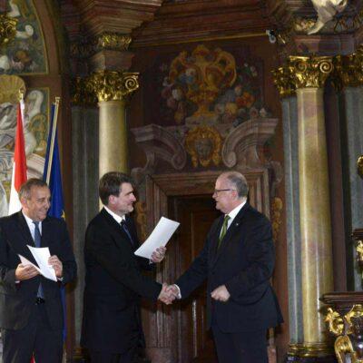 Aula Leopoldina 27.08.2015 r. od lewej: Minister Spraw Zagranicznych Polski Grzegorz Schetyna, dr Edward Wąsiewicz, Ambasador Austrii Thomas M. Buchsbaum
