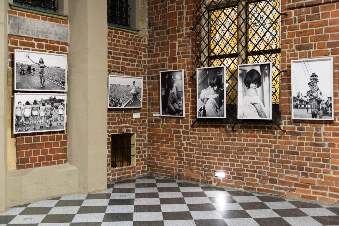 """""""Lessing przedstawia Lessinga"""" wystawa fotografii Ericha Lessinga."""