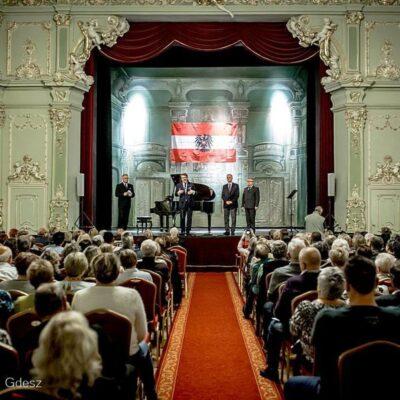 Przywitanie gości w Teatrze Zdrojowym im. H. Wieniawskiego