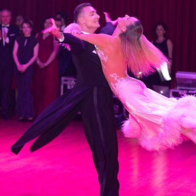 Pokaz w wykonaniu zawodowej pary tanecznej